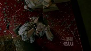 Lần này là khi Dean vào khách sạn. Chuyện cũ tái diễn =)))))) quả nhiên là ấn tượng khó phai. Nếu bà con có ai nghĩ angel voice là rất rất hay thì có lẽ cần phải suy nghĩ lại nha =)))))