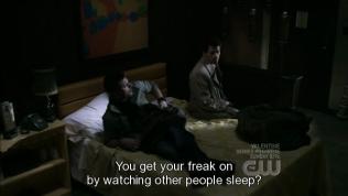 """""""Móe, anh có biết là nhìn người khác ngủ là kinh dị lắm không vậy?"""""""