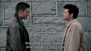 """Dean bảo Cas, """"Thế thì bẻ ngược lại, hoặc là nói cho tôi biết tôi đang làm cái quái gì ở đây."""""""