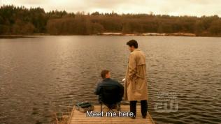 """*Đưa* - """"Gặp tôi ở đây."""""""
