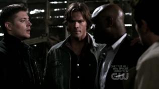 Đương nhiên là vì bảo vệ Dean