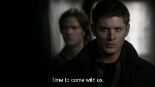 Đúng lúc này, Zachariah đến và đòi bắt Dean đi. Nhìn mặt Dean đi, rõ ràng là đang điên máu lên với đám thiên thần này.