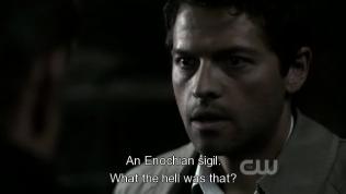 """""""Cái quái gì vậy?"""" - Lúc khắc dấu đương nhiên là đau =))) để khắc cốt ghi tâm luôn mà =)))) Cas đáp lại, """"Dấn ấn Enochian"""""""