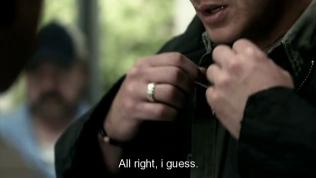 """""""Được rồi, có lẽ."""" Dean rốt cuộc vẫn đưa cho Cas."""