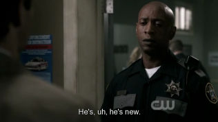 """""""Anh ấy, ừm, anh ấy mới vào"""" Dean chữa cháy."""