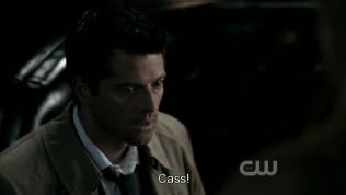 """""""Cas!"""" - Dean đáp thay vì Cas hiện giờ đang quá khớp =)))"""