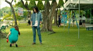 Don't cross this line =)))))) giống hệt ngày ấy. Nhưng Kim một lần nữa lại tỏ tình và chính thức cầu hôn với Pie.