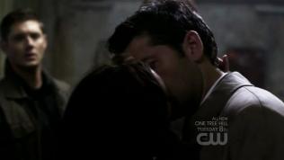 Meg hôn Cas.