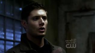 Cậu Dean đứng hình trước cảnh đó =)))