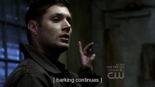 Cậu Dean ngơ ngác nhìn =)))