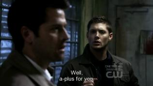 """Meg chấm điểm: """"Cho anh A+ dấy."""" Và mặt cậu Dean vẫn khó đỡ kinh =))))"""