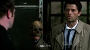 """Cas lôi ra một cái đầu lâu và đáp, """"Ngươi."""""""