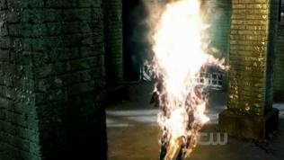 Crowley bốc cháy trong chớp mắt.