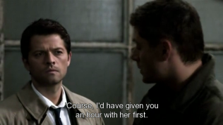 """Và Dean không quên bồi thêm một câu chua loét, """"Đương nhiên, tôi sẽ cho anh một tiếng với cô ta trước (rồi mới giết cô ta)."""" (Móe, chua quá Dean ạ =)))"""