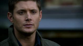 Dean im lặng.