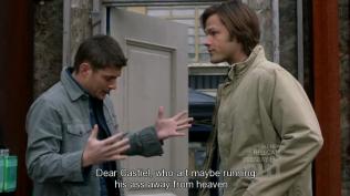 """Và Dean lại bắt đầu cầu nguyện tới Cas: """"Cas yêu dấu, người có lẽ đang chạy trốn khỏi thiên đường..."""" =))))) (Sẵn tiện nói luôn, đây là bản parody của khúc mở đầu lời cầu nguyện tới Chúa - """"Our Father, Who art in heaven..."""" =))))"""