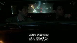 Cas hỏi Dean bên Dean đã tìm ra gì chưa, Dean đáp là chưa.