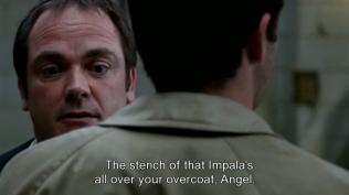"""""""Mùi hôi của cái xe Impala kia vương khắp áo khoác của cậu đấy, Thiên thần."""" Crowley nhận xét (Cmn, đến Crowley cũng đánh hơi ra gian tình của chúng nó)"""