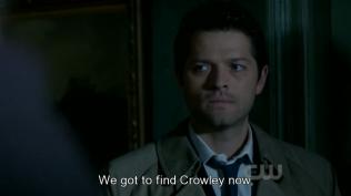 Cas cùng lúc đó cũng buồn bã nhìn về phía Dean.