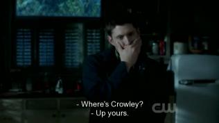 Mắt vẫn không ngừng dán vào Dean.