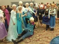 Frozen - Ôi, mình kết anh nữ vương Elsa áo choàng hồng chết đi được <3