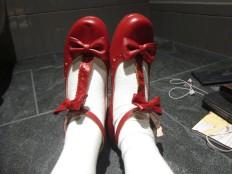 khoe giày đỏ ~~